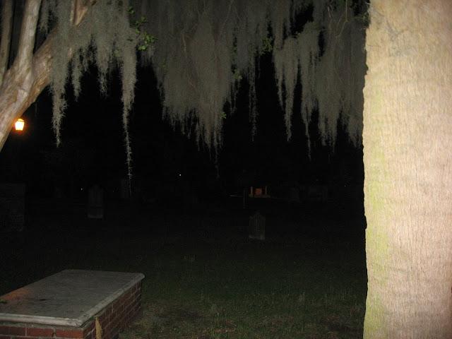 What to do in Savannah, GA: DIY Walking Ghost Tour