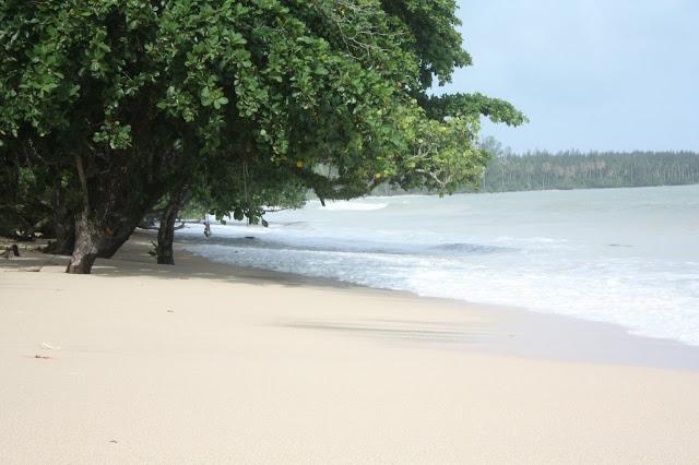 Honeymoon in Thailand - the beach at The Sarojin in Khao Lak