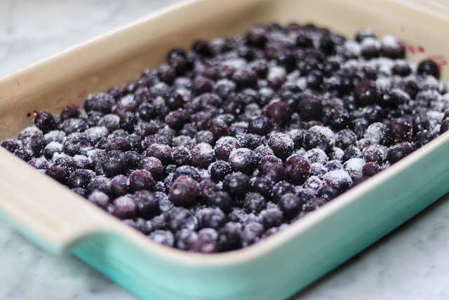 how to make keto blueberry cream cheese crumble low-carb dessert recipe