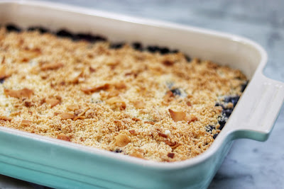 how to make keto blueberry crumble - a delicious and satisfying keto dessert recipe