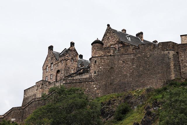 scotland driving tour: edinburgh castle