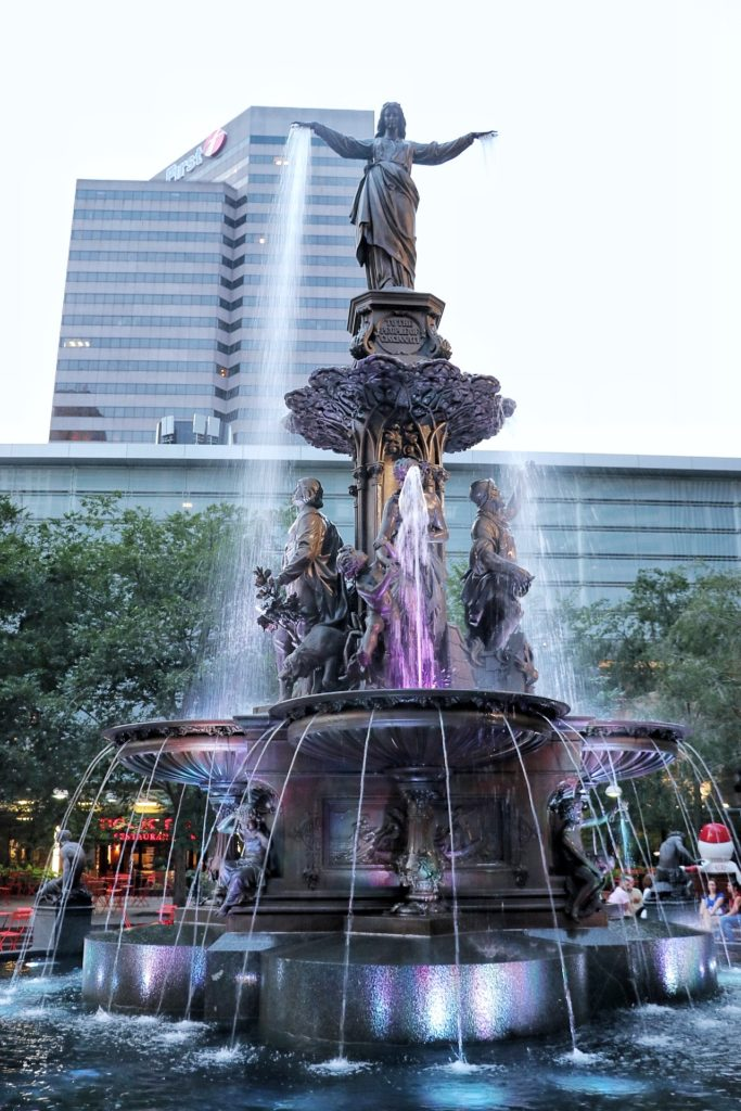 Things to do with kids in Downtown Cincinnati: Fountain Square