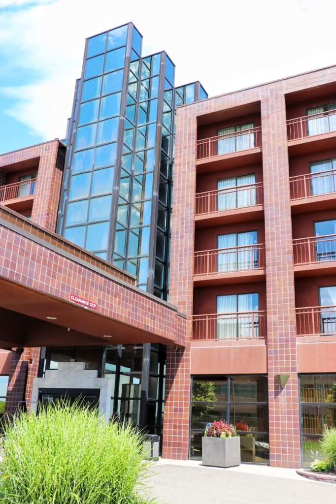 MLB road trip planner: where to stay for attending a detroit tigers game: Embassy Suites by Hilton Detroit Livonia Novi hotel